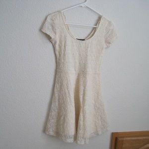 Forever 21 Lace Cream Dress - Size Small
